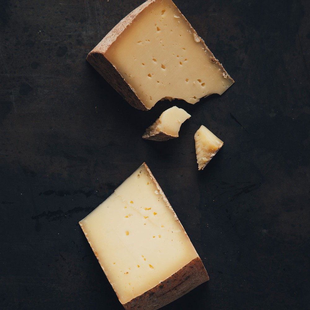 fromage_legredeschamps_morceaux_fondnoir