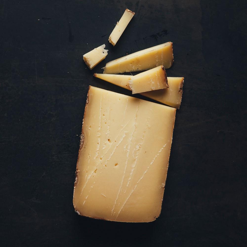 fromage_monnoir_morceau_fondnoir